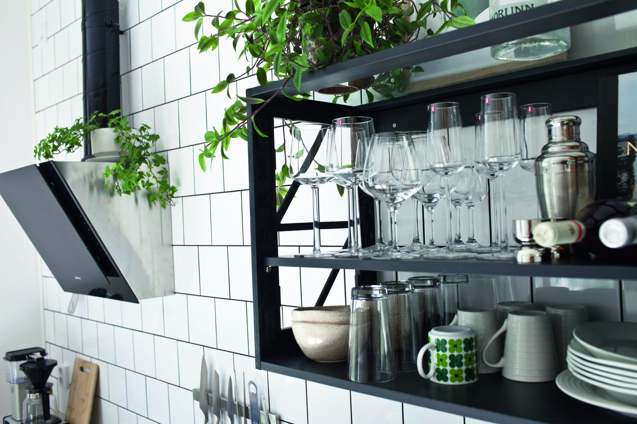 Miinus kitchen black open shelf biocomposite